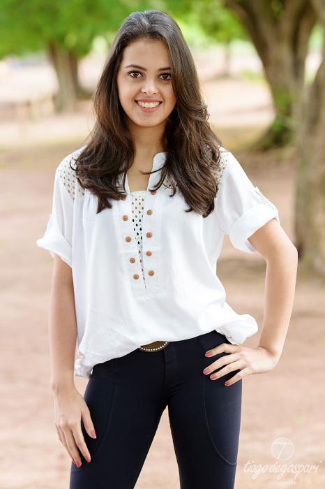 A modelo Fernanda Nayra posando durante o curso de fotografia na aula prática.  Foto Tiago Degaspari.