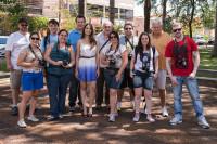 Participantes do workshop durante o ensaio fotográfico.