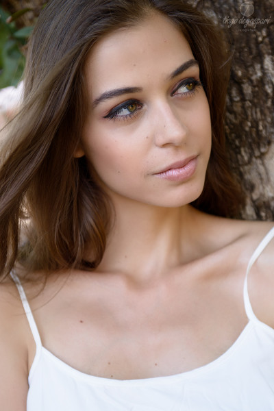Modelo Patrícia Pizani posando durante ensaio fotográfico.